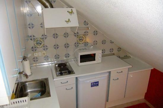 WooTravelling Atocha 107 HOMTELS : Kitchen with low ceiling