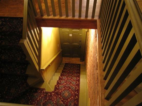 Fairholm National Historic Inn: brecken suite - private stairway up to room