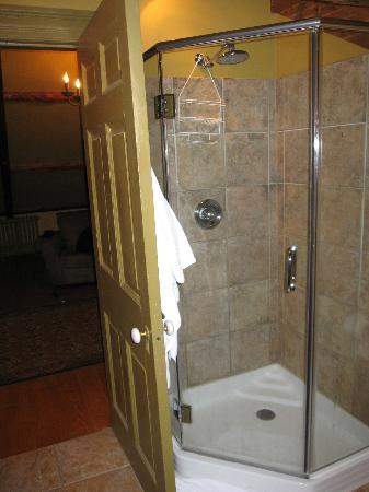 Fairholm National Historic Inn: brecken suite - bathroom