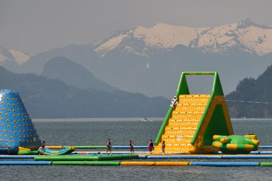 Harrison Hot Springs, Canada: Harrison's new floating water park
