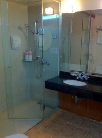 Incheon Airtel: Bathroom