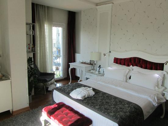 Hotel Amira Istanbul: Large, clean room with great bed