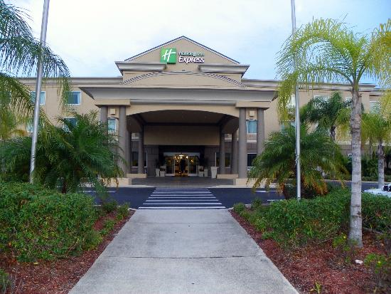 Holiday Inn Express Cocoa: FRONT ENTRANCE
