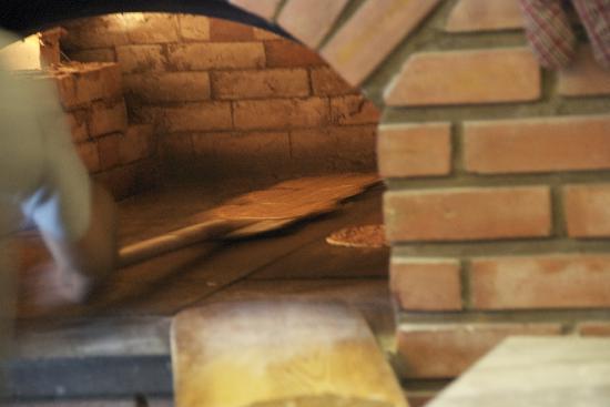 Ichkhanian Bakery: Lahmajune