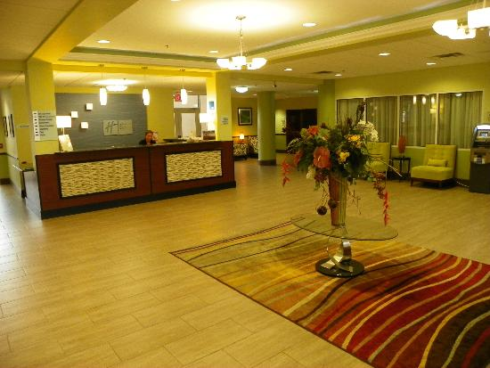 Holiday Inn Express Cocoa: LOBBY