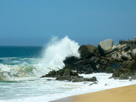 The Resort at Pedregal: waves