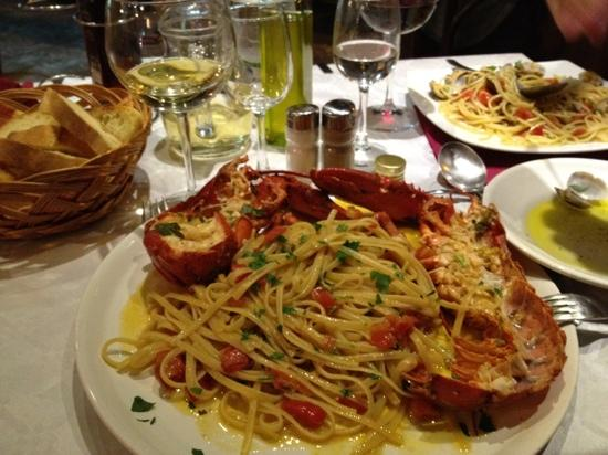 O'Neil Bar Restaurant: bellisima! lobster with pasta!!!!