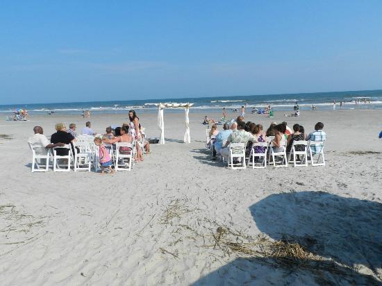 The Isles Restaurant Tiki Bar Perfect Beach Wedding