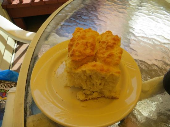 Lucile's Creole Cafe: HUGE biscuits!