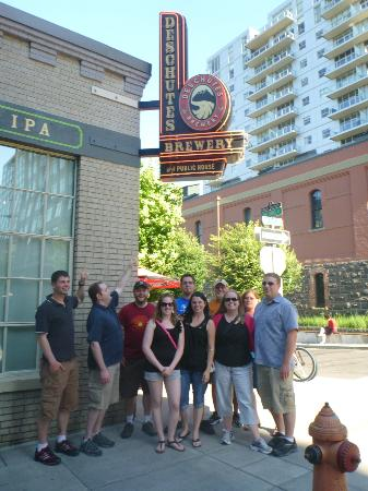 Pubs of Portland Private Tours: Our group in front of Deschutes!!!