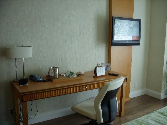 BWP Toronto Airport Hotel: Desk