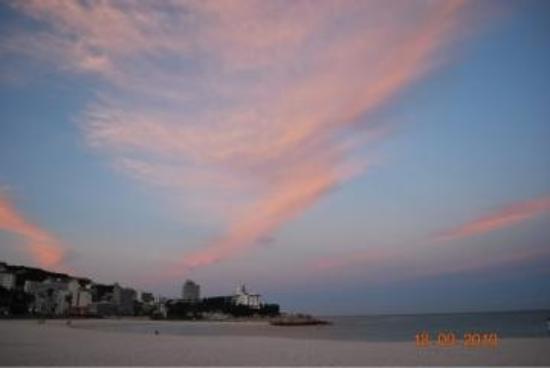 Shirahama Beach: Vista da praia as 5:30h da manha...