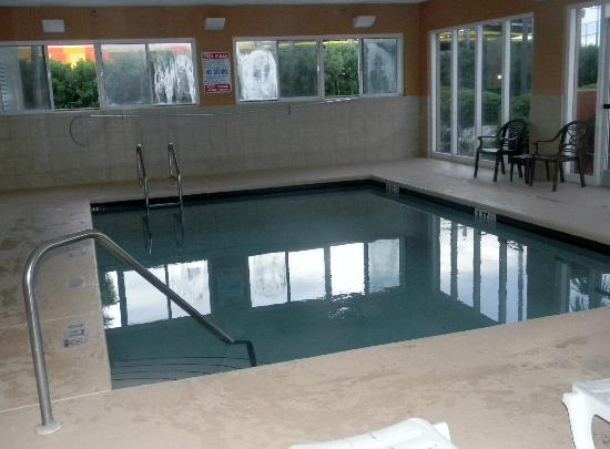 SummerPlace Inn: Very small in door pool
