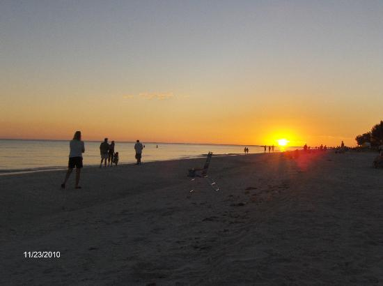 Ocean's Reach Condominiums: Sunset on Sanibel