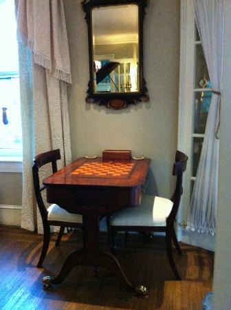 1889 WhiteGate Inn & Cottage: Game table for backgammon, chess and checkers