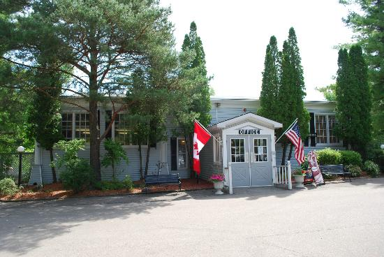 Colonial Resort & Spa : Office & entrance to breakfast, pub, ice machine, shop etc.