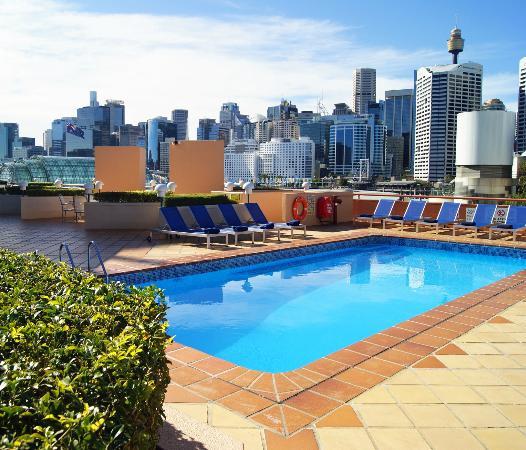 Novotel Sydney on Darling Harbour: Pool Area