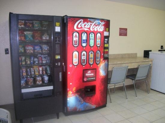 Extended Stay America - Fort Lauderdale - Cypress Creek - Andrews Ave.: vending machines