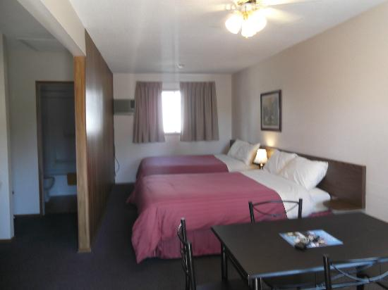 Big Horn Motel: 2 x Queen Room