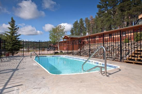 Mountain View Lodge & Cabins : Heated outdoor pool