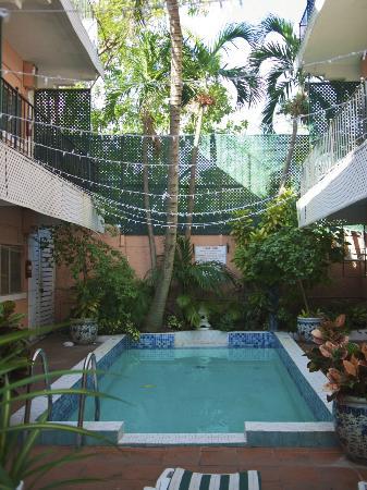 Towne Hotel: super cute little pool