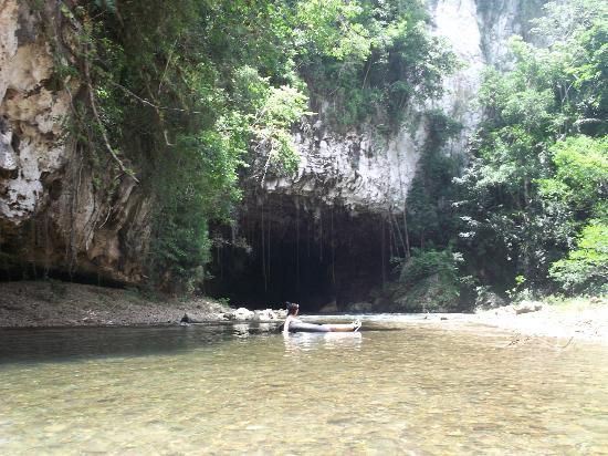 Belize Magnificent Mayan Tours: Second wet cave