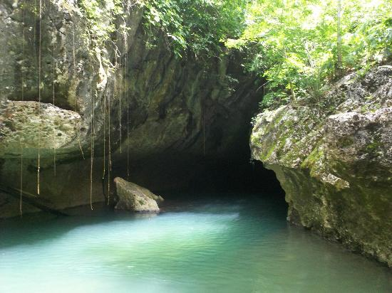 San Ignacio, Belice: First wet cave