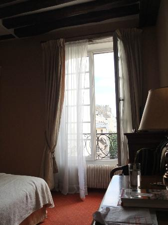 Hotel de la Bretonnerie: Looking out front window, junior suite on 3rd floor, front of building