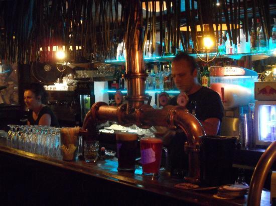 Les 3 Brasseurs: Bar