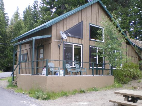 Hoodoo's Crescent Lake Resort: Crescent Cabin (7 beds, loft, on the water, big table for 8, two bathrooms)
