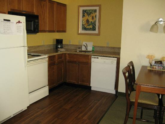 Residence Inn Charleston Mt. Pleasant : The kitchen area. A dining room table is on the right out of the photo.