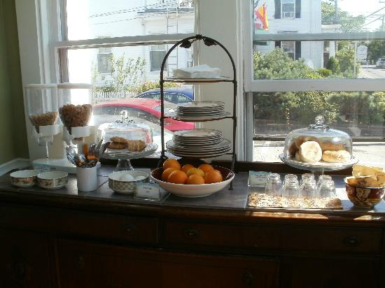 John Randall House: Partial shot of the breakfast, some have little cards.