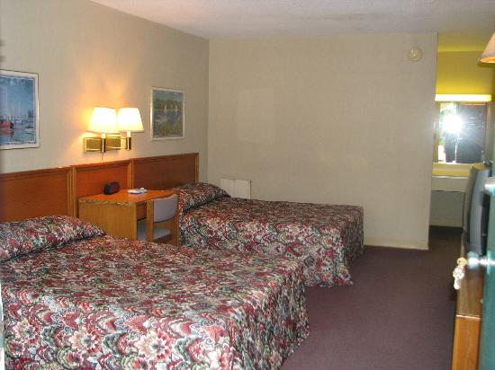 Deluxe Inn: two double bed
