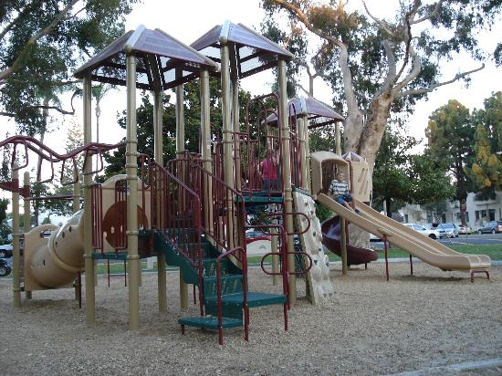 El Rancho Motel: Playground at the park 2 blocks down