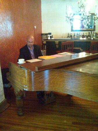 Sinatra's L'Aldila Restaurant: Eric Hall, the Piano player during Sunday Brunch