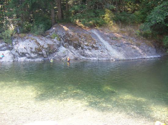 Sooke Potholes Provincial Park: Sooke river, just below the potholes