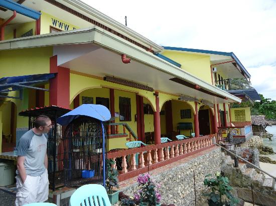 Red Parrot Inn: Front of the hotel