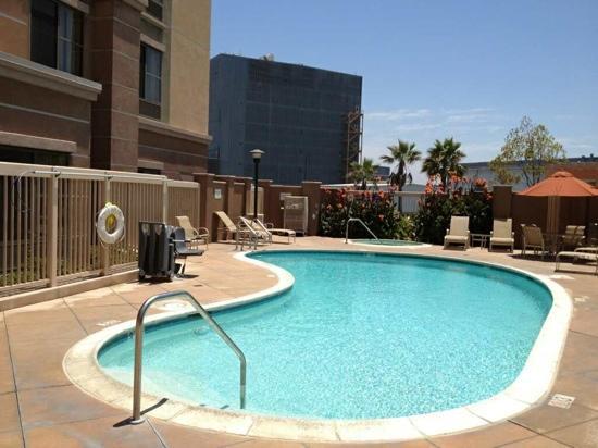 Hampton Inn & Suites Seal Beach: Pool side again
