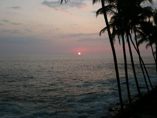 Kona Magic Sands: ...another beautiful sunset