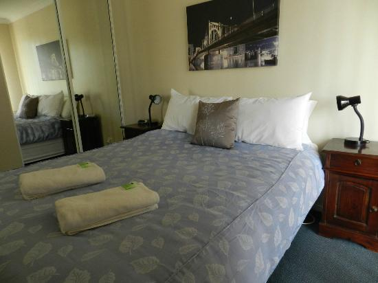 Harbourside Motel: Self catering units master bedroom