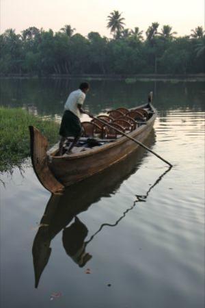 Adenz Backwater Home Stay: Canoe