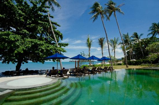 Outrigger Koh Samui Beach Resort: Pool and beach area at AKARYN