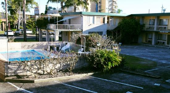 Forster Motor Inn: Outdoor pool and grounds