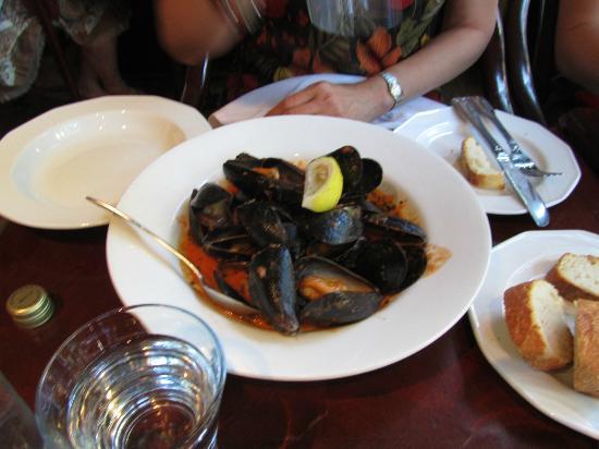 Zefferelli's: Appetizer Steamed mussels