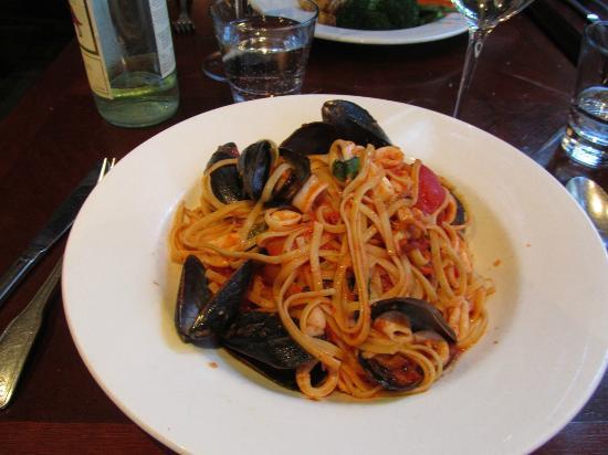 Zefferelli's: Seafood linguini, today's special