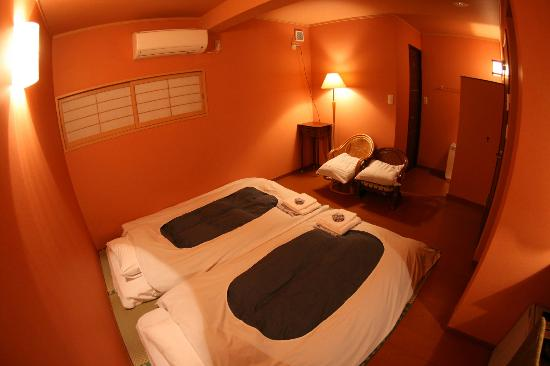 """Chiyoda Inn : """"和室S""""トイレ付きの1~2名様向けのお部屋です。13時まで御滞在できます。Japanese large twin room(for1~2 person/with a private toil"""