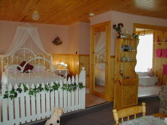 Rosebank Cottage Collection: Rosebud bedroom