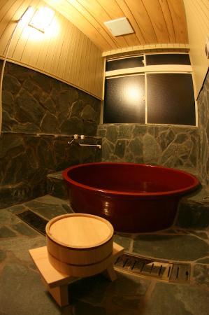Chiyoda Inn : 信楽焼の貸し切り風呂(予約制*¥300/1時間**電話やメール、チェックイン時でもOK)The Japanese private bath(need a reservation in adva