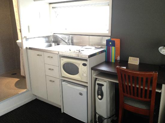Ibis Budget Auckland Central: The kitchenette (includes fridge, hotplate and microwave) and window.