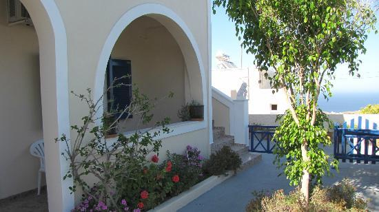 Alizea Villas & Suites: Front